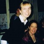 kathy und ich 2003 Heidelberg Stadtkurche  (furchtbar sah ich auch :))