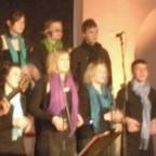 """Kathy Kelly und der Kinder- und Jugendchor """"Rahmeder Spatzen"""" in Lüdenscheid"""
