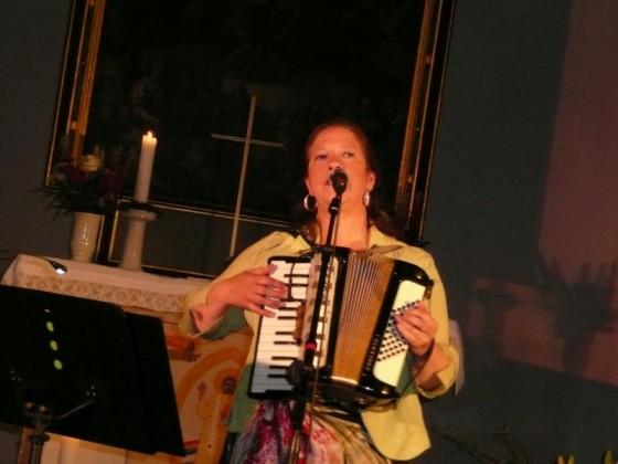 hier spielt sie 'only our rivers run free' - eines der vielen Irish Traditionals